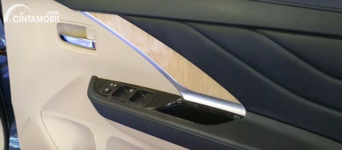 Gambar menunjukkan trim pintu Mitsubishi Xpander 2020