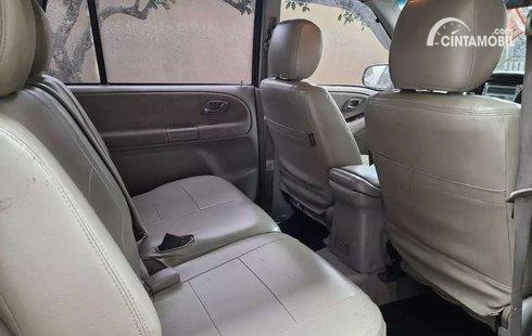 kursi Suzuki Escudo XL-7 2003 berwarna beige
