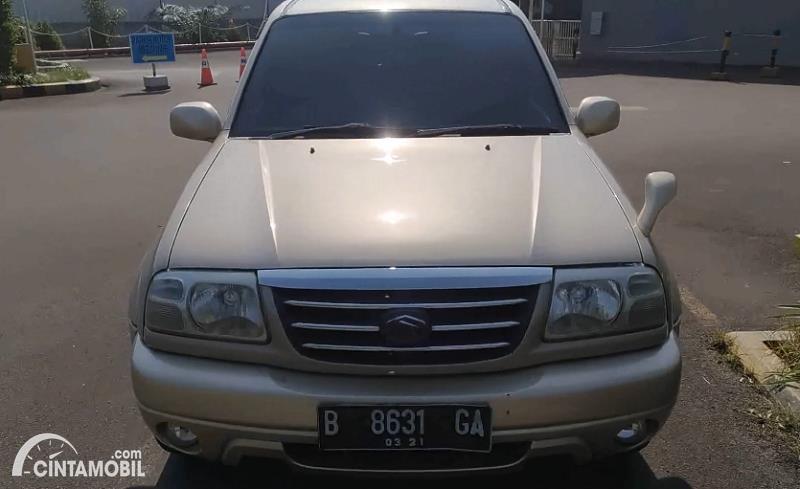 tampilan depan Suzuki Escudo XL-7 2003 berwarna beige