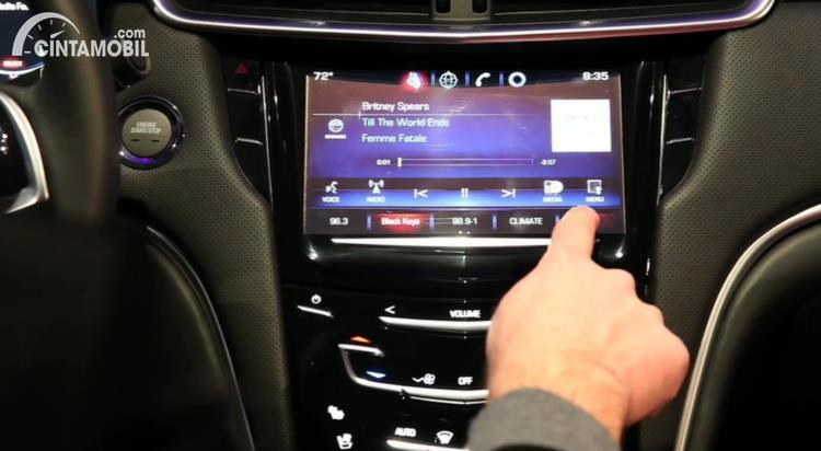 Gambar menunjukan Musik di mobil