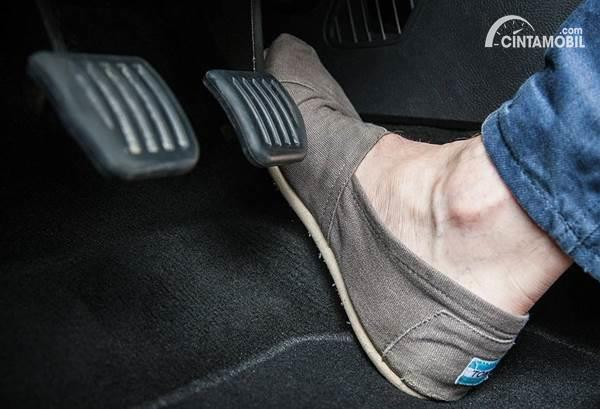 pedal gas mobil