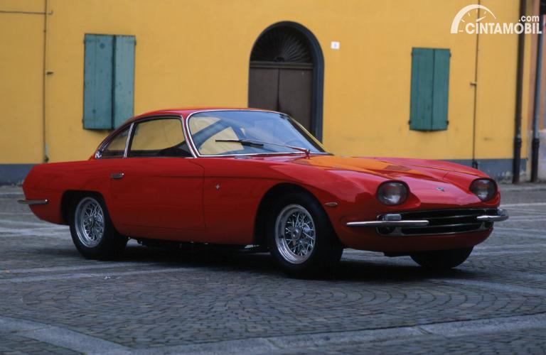 mobil lawas Lamborghini 350 GT 1963 berwarna merah