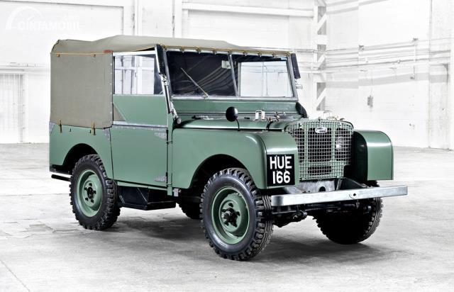 mobil lawas Land Rover Series I berwarna hijau