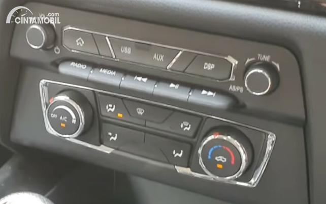 Gambar menunjukkan knop pengatur AC DFSK Glory 560 Type B