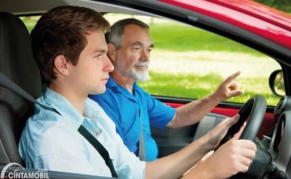kursus mengemudi dengan instruktur