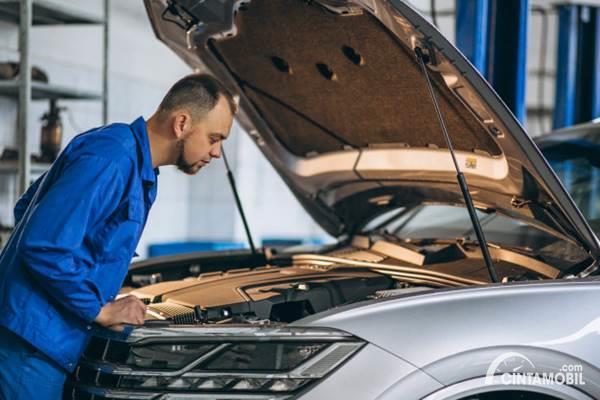 Mengetahui Kerusakan Mobil dari Bau yang Tercium