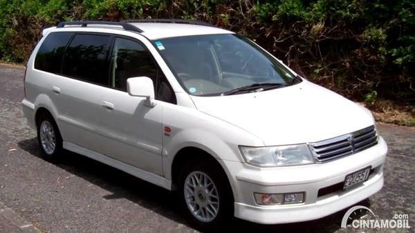 Foto Mitsubishi Chariot, model sebelum Grandis