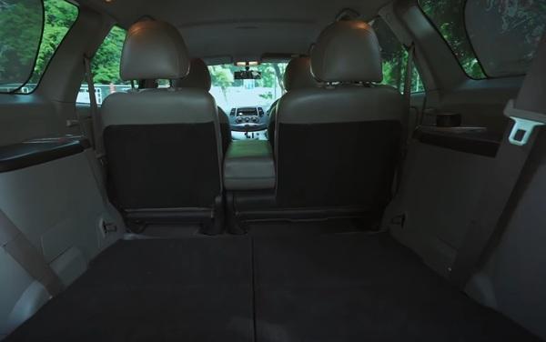 Foto bagasi yang cukup luas pada Mitsubishi Grandis 2.4 AT 2006