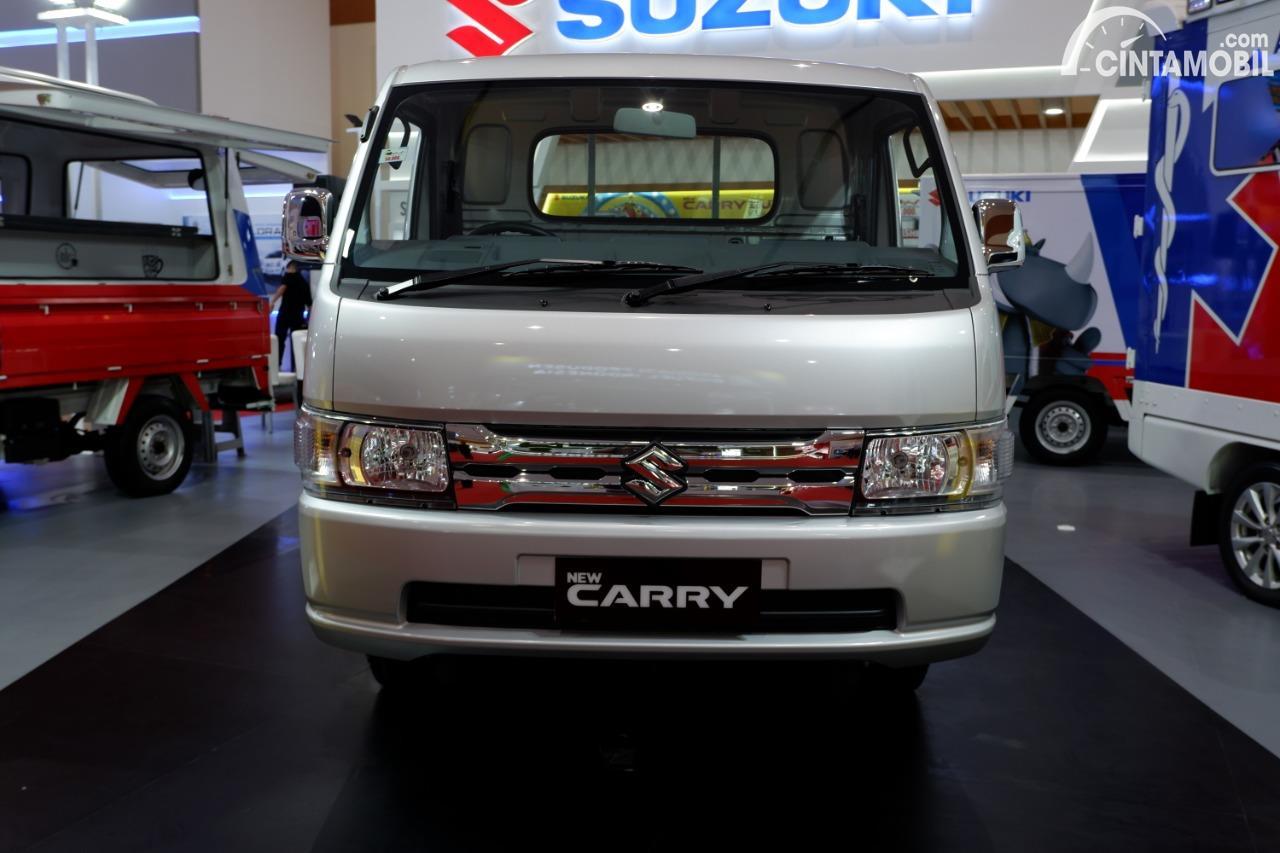 Gambar menunjukkan tampilan depan Suzuki New Carry Luxury 2020