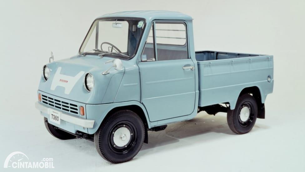 pikap Honda T360 berwarna biru
