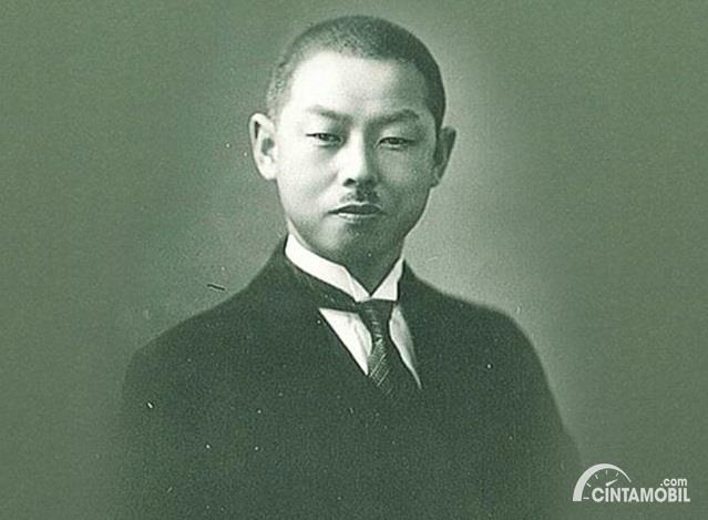 pendiri Nissan Yoshisuke Aizawa dalam foto hitam putih