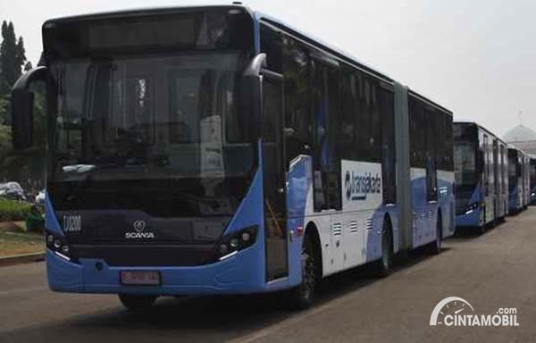 Transjakarta Rutin Bersihkan Halte dan Bus untuk Mencegah Virus Corona