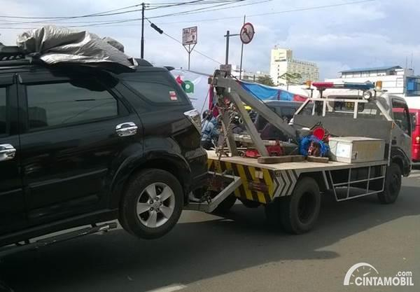 mobil diderek ban belakang