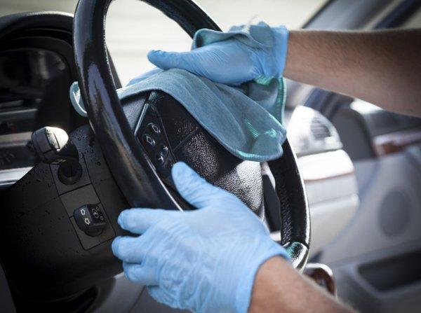 Interior mobil bisa dibersihkan dengan cairan sabun