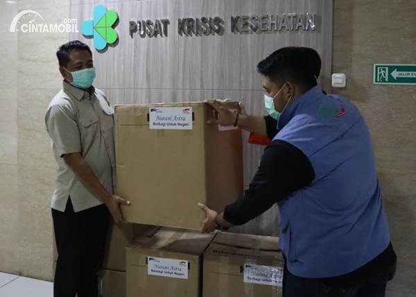penyerahan bantuan oleh Grup Astra
