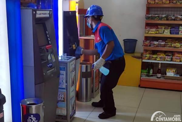 pembersihan ATM