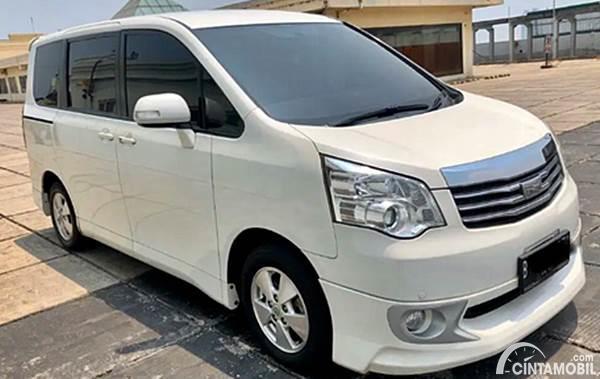 Toyota NAV1 putih dijual di Cintamobil.com