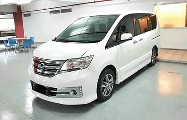 Nissan Serena putih dijual di Cintamobil.com