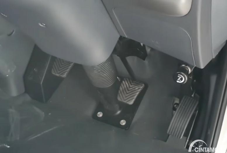 Gambar menunjukkan pedal-pedal KIA Big Up 2020