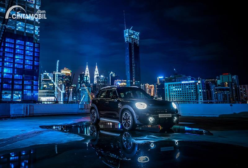 edisi spesial MINI Countryman Blackheath Edition 2020 berwarna hitam