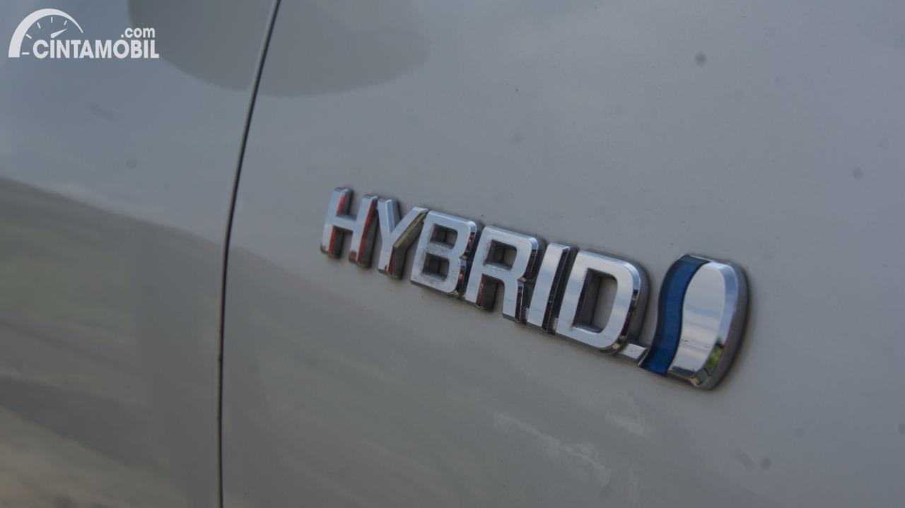 Foto logo Hybrid di Toyota Camry 2.5 Hybrid 2015