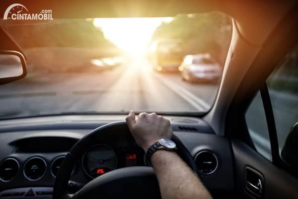 Harus Buka Puasa Saat Nyetir Mobil? Ikuti Langkah-langkah Ini