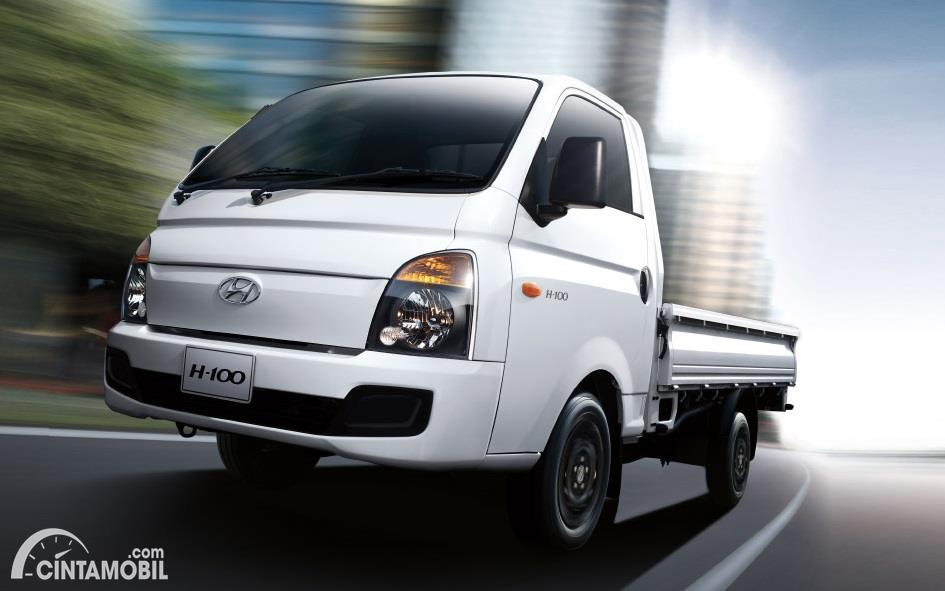 tampilan depan Hyundai H-100 2016 berwarna putih