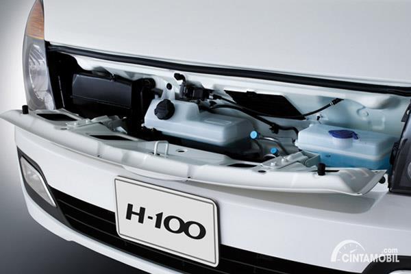 mesin Hyundai H-100 2016 berwarna putih