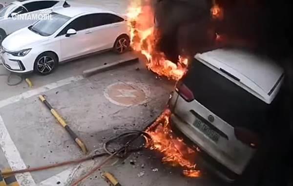 Kebakaran mobil