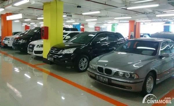 Pilihan mobil lebih banyak di dealer mobil bekas