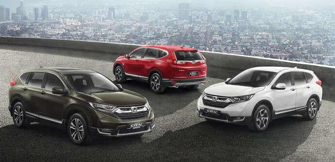 Gambar menunjukkan beberapa mobil mobil Honda CR-V di pasar Indonesia