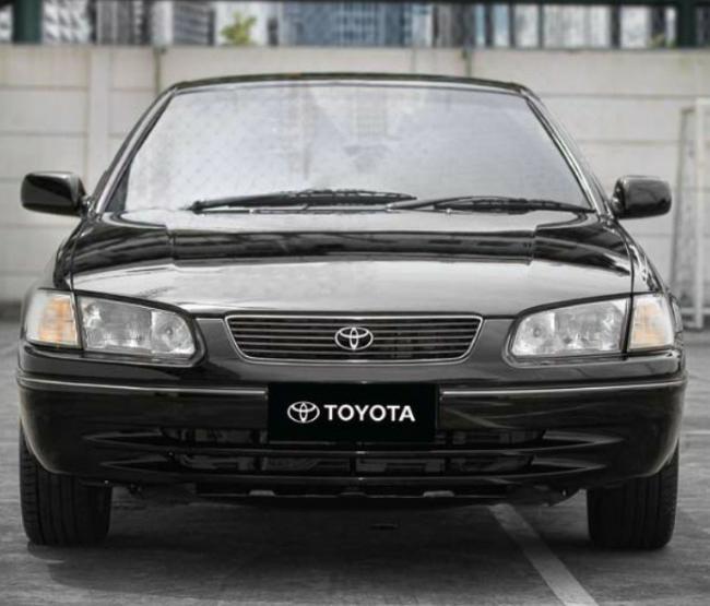 Gambar menunjukkan Toyota Camry 3.0 Grande V6 1999