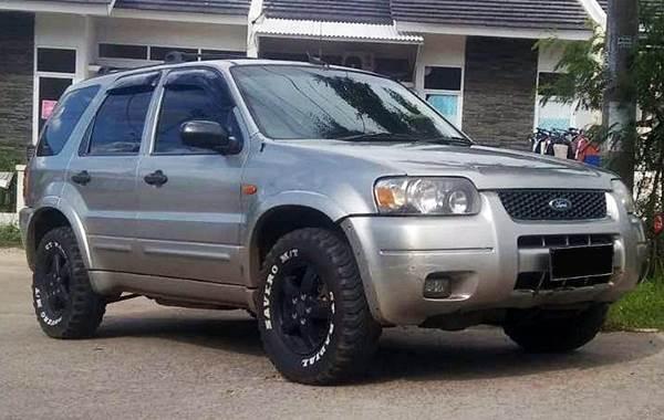 Ford Escape bekas dijual