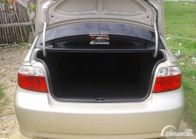 bagasi Toyota Vios 1.5 2003 berwarna hitam