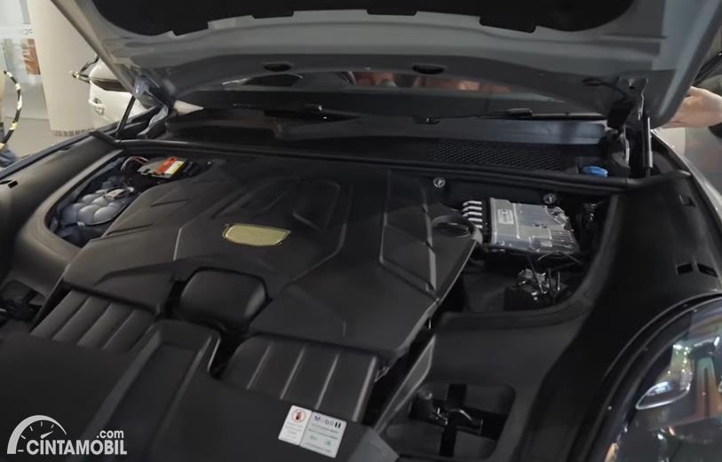 mesin Porsche Cayenne Coupe 2020 berwarna hitam