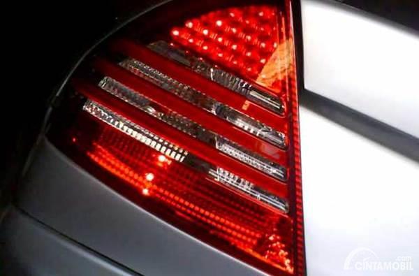 Lampu rem mobil