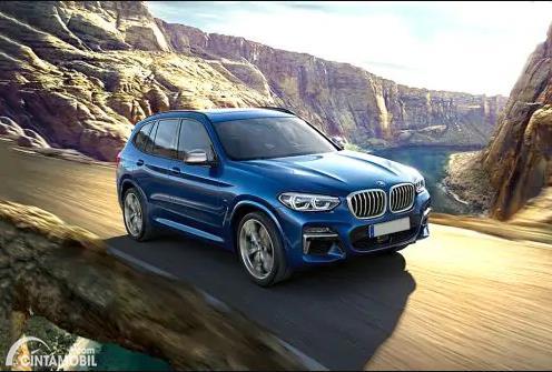 Gambar menunjukkan sebuah mobil BMW X3