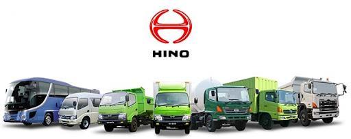 Gambar menunjukkan beberapa model mobil Hino