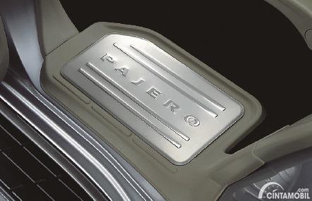 Gambar injakan kaki belakang Mitsubishi Pajero Final Edition 2020
