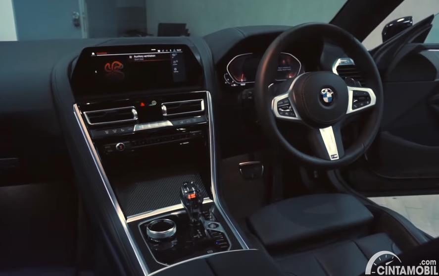dashboard BMW 840i M Technic Gran Coupe 2020 berwarna hitam