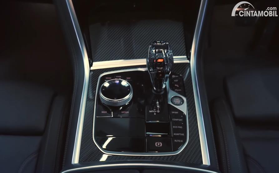 fitur BMW 840i M Technic Gran Coupe 2020 berwarna hitam