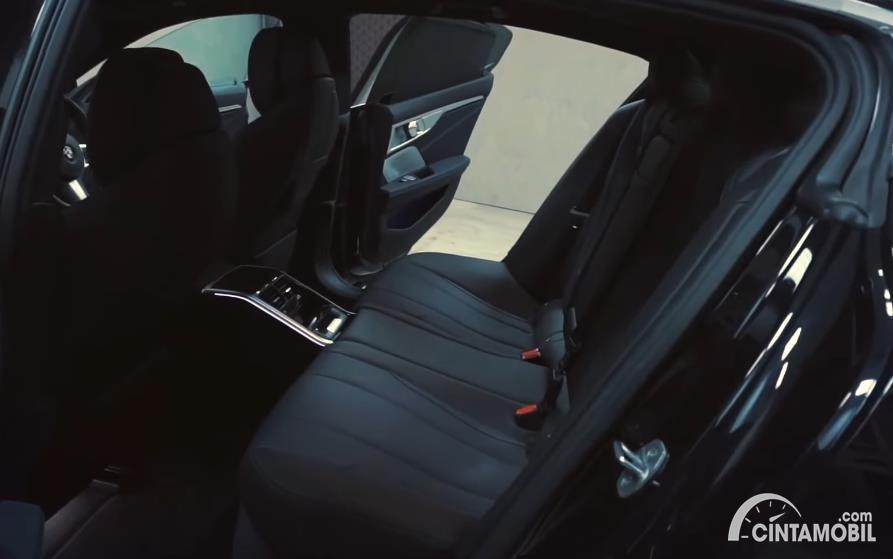 kursi BMW 840i M Technic Gran Coupe 2020 berwarna hitam