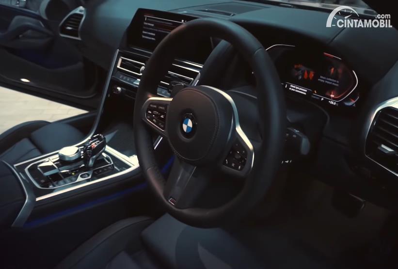 setir BMW 840i M Technic Gran Coupe 2020 berwarna hitam