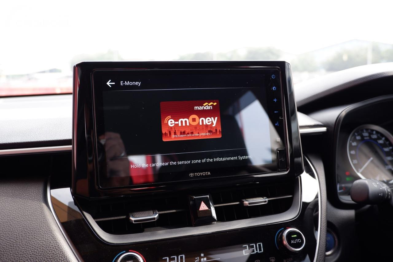 Foto head unit Toyota Corolla Cross dengan NFC