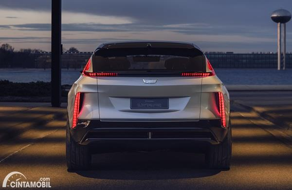 GM Luncurkan Cadillac Lyriq, SUV Listrik Dengan Head Unit 33 Inci