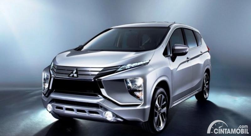 Gambar menunjukkan sebuah mobil Mitsubishi Xpander