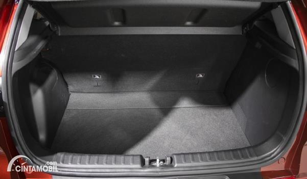 bagasi Kia Sonet 2020 berwarna hitam