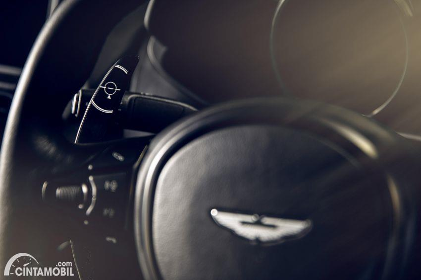 Aston Martin Vantage edisi khusus 007 Edition Paddle Shifter
