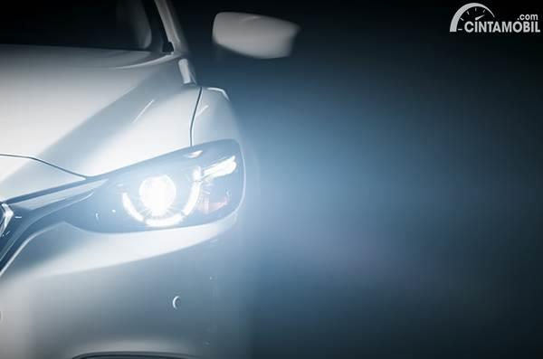 Pahami Kapan Waktu yang Tepat Menyalakan Lampu Mobil