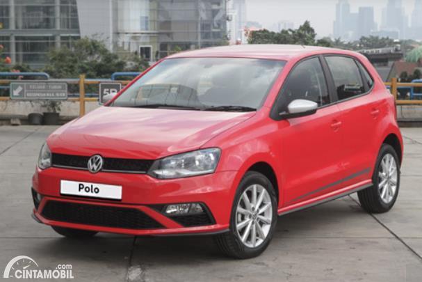 tampilan depan Volkswagen Polo 2020 berwarna putih